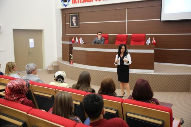 Çankırı Karatekin Üniversitesi 9. Bilim Kültür ve Sanat Festivali etkinleri kapsamında bu yıl birincisi düzenlenen Kristal Tuz Ödülleri düzenlenen törenle sahiplerini buldu. Yıldızlar geçidini andıran programda alanında Türkiye'ye mal oluş ünlü isimler Çankırı'ya geldi.