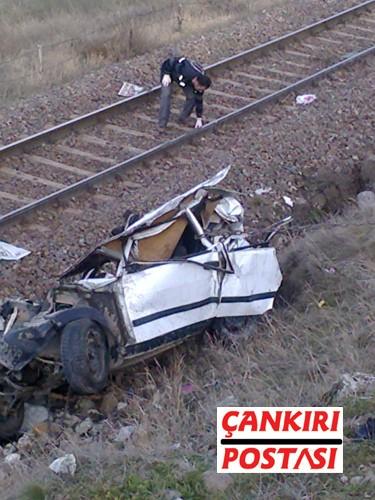 Film gibi kazada; Korgun istikametinden Kurşunlu yönüne giden Halil Döndü yönetiminde ki 18 KV 093 plakalı araç Kurşunlu girişinde kontrolden çıkarak tren yoluna uçtu. O sırada Çankırı yönüne gitmekte olan yük treni lokomotifinin çarptığı araçta bulunan sürücüsü Halil Döndü (66) ve eşi Neriman Döndü (64) olay yerinde hayatını kaybetti.