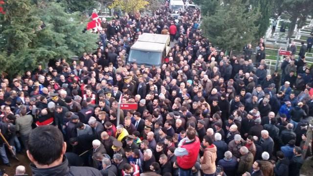 İstanbul Müftüsü Rahmi Yaran, duaların okunmasının ardından şehit için helallik istedi. Kılınan cenaze namazı sonrası şehit Jandarma Uzman Çavuş Yeniören'in cenazesi, top arabasıyla, helallik alınmak üzere Maltepe'deki baba evine götürüldü.