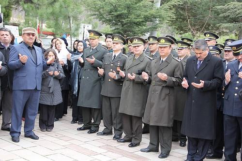 Vali Özcan Şehitler Gününde Bürokratlarına Sert Çıktı Törene katılmayan kamu temsilcilerine de tepki gösteren Vali Özcan,