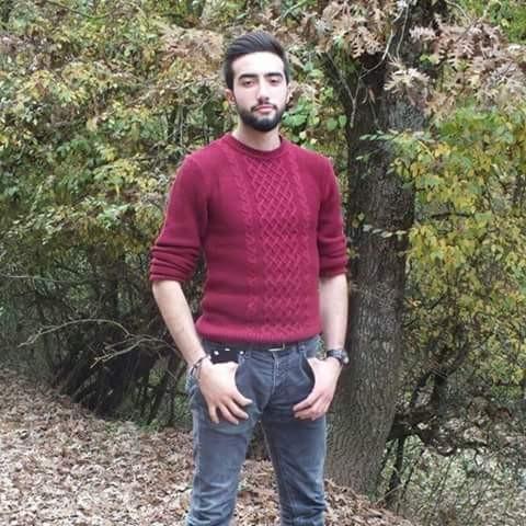TEMİZLİK İŞÇİSİ OLAN ŞEHİT AŞIKMUSLU AİLENİN TEK OĞLU 20 yaşındaki Şehit Er Latif Aşıkmuslu'nun 2 kız kardeşi bulunduğu ve ailenin tek oğlu olduğu öğrenilirken, İstanbul'da temizlik işçisi olarak çalıştığı belirtildi.