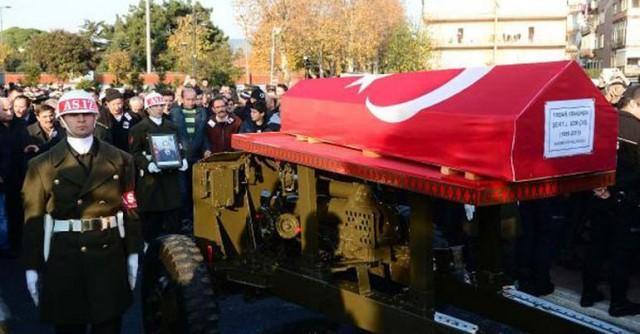 Diyarbakır'ın Sur ilçesinde, PKK'lıların açtığı ateş sonucu şehit olan Uzman Çavuş Yaşar Yeniören, Pendik Dumankaya Camisinde kılınan cenaze namazının ardından son yolculuğuna uğurlandı.