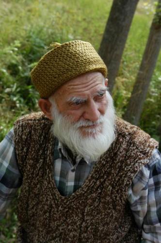Yapraklı Aşağıayva köyünde 100 yaşını devirmiş bir akça koca...