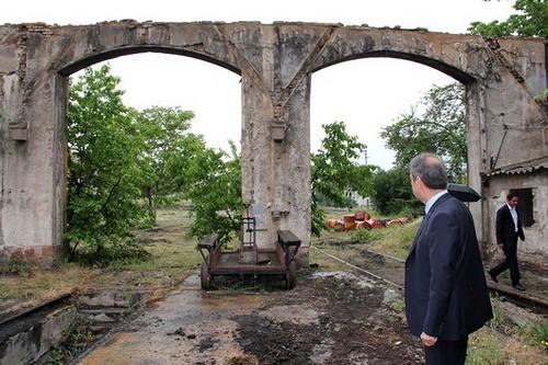 Aradan 2.5 yıl geçen  tartışma sonucunda kimin haklı olduğunu ise yine Çankırı Belediyesi sitesine koyduğu Cer Atölyesi  fotoğraf ile ilan etti. Çankırı Belediyesi'nin kentte farklı alanlarda müze kurulması ile ilgili başlattığı çalışma kapsamında Dinç, Ankara'dan gelen uzmanlara müze yapılabilecek mekanları gezdirdi. Gezilen mekanlar arasında  TCDD Gar alanında bulunan çer atölyesinin bulunması ise Dinç'in o günlerde öfke nöbetine kapılarak 'burasının ne tarihi özelliği var?' tepkisini hatırlara getirdi.   Anlayacağınız Seçil Çivitçioğlu'nun Cer Atölyesini koruma  feryadı geçte olsa İrfan Dinç tarafından da kabul edilmiş görünmekte.