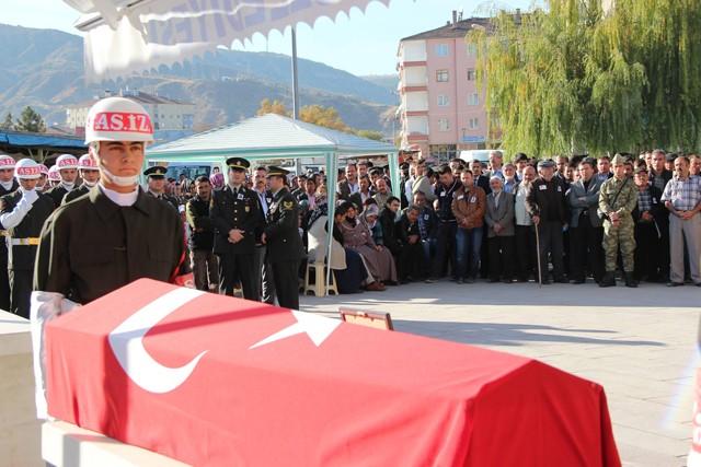 Biçer'in Türk bayrağına sarılı tabutu askerlerin omzunda Askeri törenle getirilerek musalla taşına konuldu. Yoğun bir katılımın gerçekleştiği cenaze töreninde Biçer ailesi, yakınları, sivil ve askeri erkan ile çok sayıda vatandaş hazır bulundu.