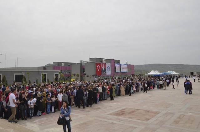 Çankırı Karatekin Üniversitesi 2015-2016 Akademik Yılı Mezuniyet Töreni 16 Mayıs 2015 Cumartesi günü Uluyazı Kampüsü'nde gerçekleştirildi. Yaklaşık 8 bin kişi mezuniyet töreni için şehrimize gelirken Uluyazı tarihi günlerinden birini yaşadı.