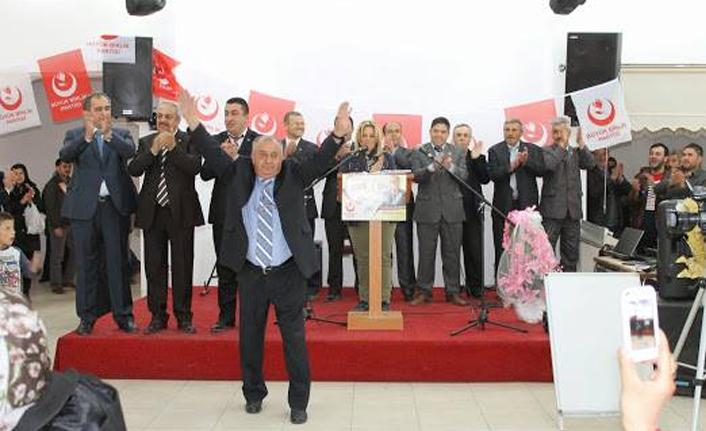Yolsuzluk ve hırsızlıkla suçladığı  AK Parti'ye geri döndü!!
