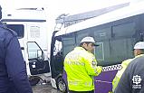 Çankırı'da yolcu taşıma aracı TIR'a ortadan çarptı!
