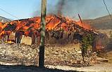 Kurşunlu'da çıkan yangında bir köy evi yandı!