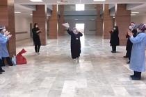 Korona virüsü yenen Çankırılı Umreci, Hastaneden güle oynaya çıktı!
