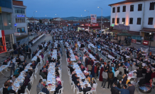 Çerkeş'de binlerce kişi aynı sofrada iftar açtı!