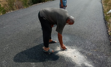 Siyasiler poz verdi, skandal asfaltlama çalışmasını köylüler belgeledi!