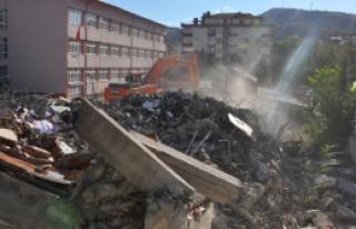 Çankırı'da çürük bina yıkıldı!