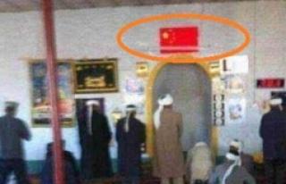 Doğu Türkistan'da mihraplara Çin bayrağı!