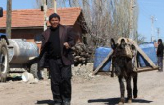 Bu köyde 90 yıldır eşek sırtında su taşınıyor