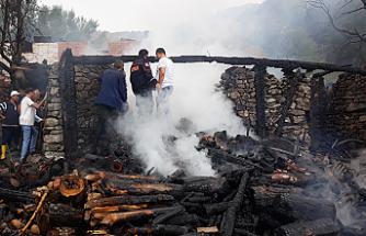 Yaşlı adam evinde çıkan yangında hayatını kaybetti