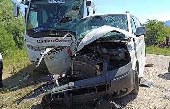 Çankırı'da yolcu otobüsü ile minibüs çarpıştı! Yaralılar var...