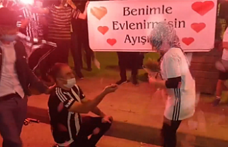 Beşiktaş'ın Şampiyonluk kutlamasında sürpriz evlilik teklifi