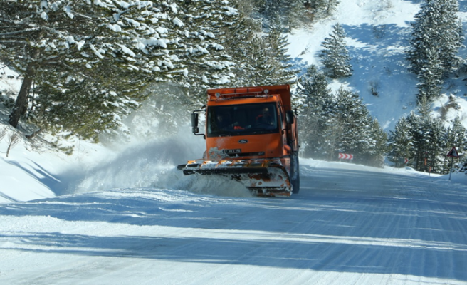 Ilgaz dağında 24 saat kar mücadelesi