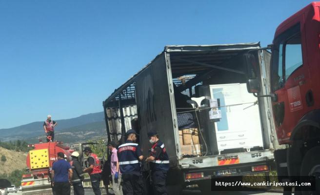 Çankırı'da alev alan TIR tamamen yandı!