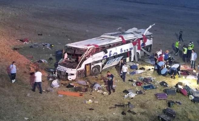 Balıkesir'de katliam gibi kazada 14 kişi öldü
