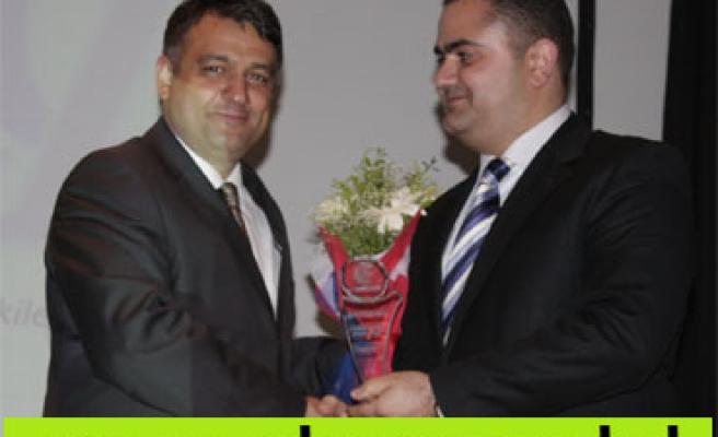 Kınıklıoğlu Yılın Siyasetçisi seçildi