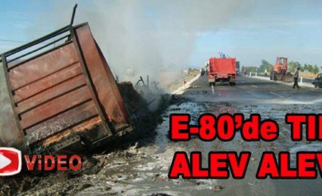 E-80'de TIR alev alev yandı!