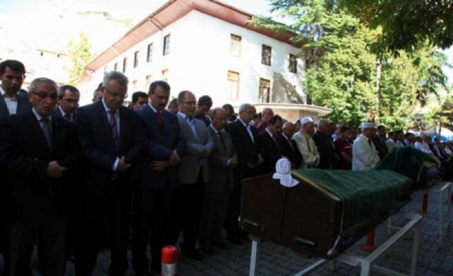 Valiler cenazede bir araya geldi