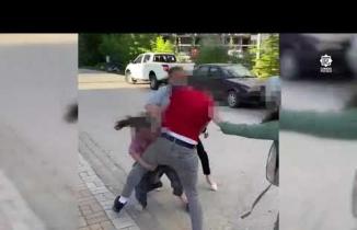 Boşanan çift ve yakınları arasında sokak kavgası! Utandıran anlar kamerada
